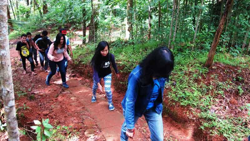 Wisata trekking di Kali Nawing Desa Salam Patuk. Foto: Juju.