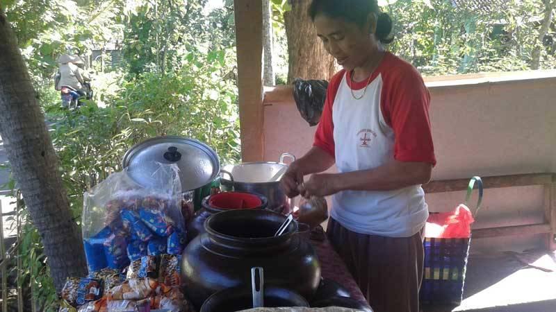 Sisum dengan bubur sumsumnya. Foto : Sugeng