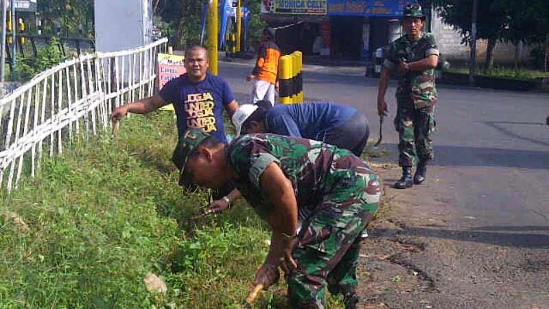 Gerakan Jumat Bersih Kecamatan Semanu. Foto: Atmaja.