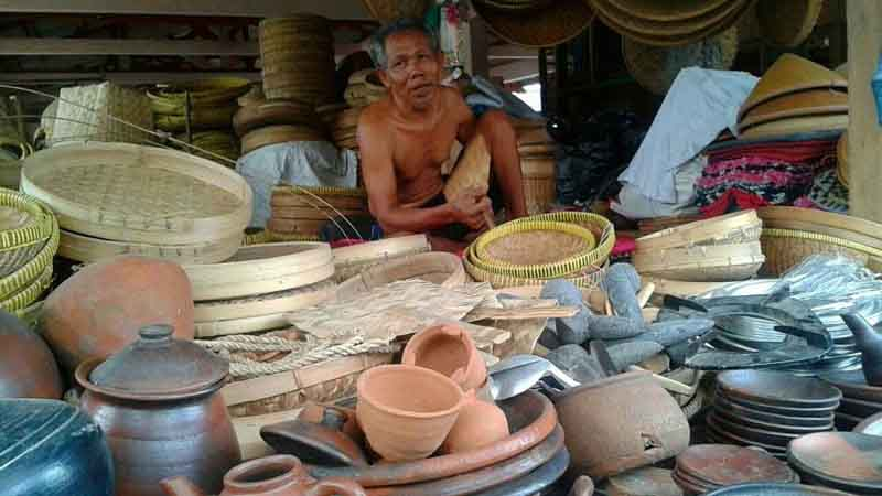 Pedagang pasar Besole. Foto : Atmaja