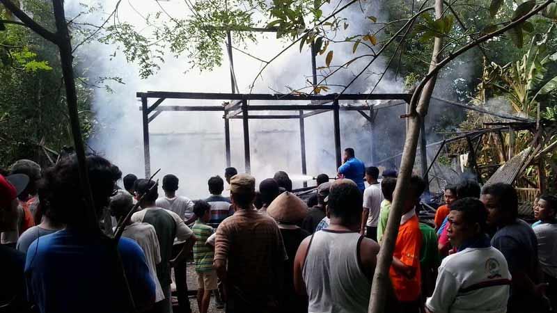 Musibah kebakaran rumah di Desa Pulutan Wonosari. Foto: Kandar.