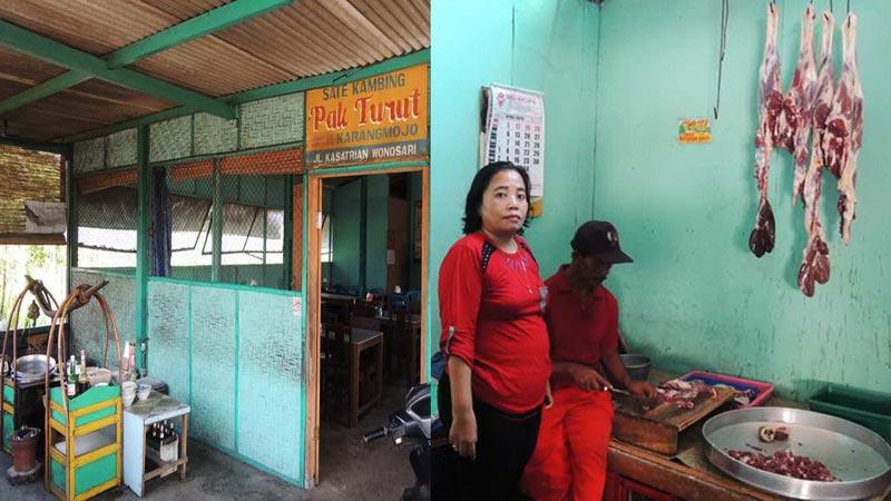 Warung sate Pak Turut, salah satu kuliner khas di Wonosari dan Karangmojo. KH/Kandar.