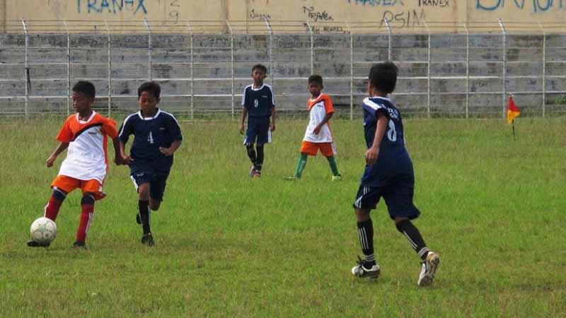 Pertandingan sepak bola. Foto : Atmaja