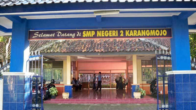 Gapura SMPN 2 Karangmojo. Foto : Sugeng
