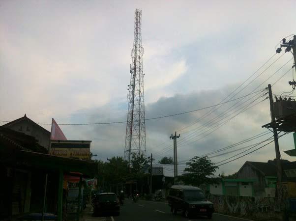 Tower telekomunikasi seluler. Foto: Juju