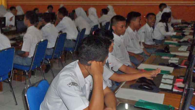 Ujian Nasional SMK 2 Wonosari. Foto : Sarwo