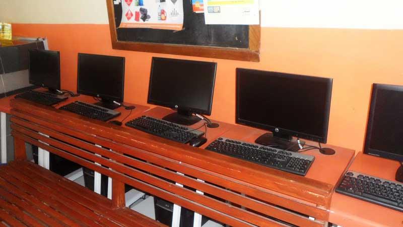 Komputer untuk pusat internet masyarakat di Kecamatan Playen yang tak termanfaatkan. KH/Sarwo.