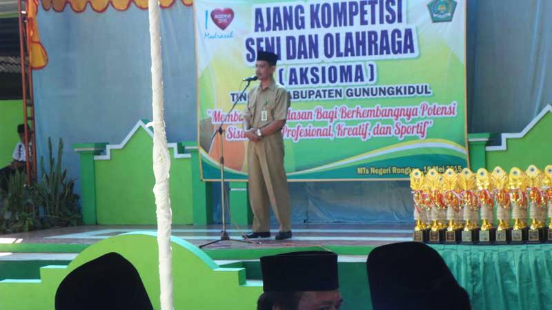 Kepala Kantor Kemenag Kabupaten Gunungkidul membuka Aksioma di MTsN Rongkop. KH/Sarwo.