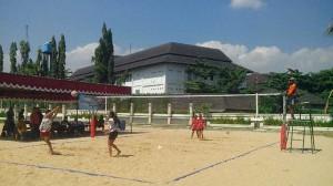Kompetisi Voli Pantai. KH/Atmaja