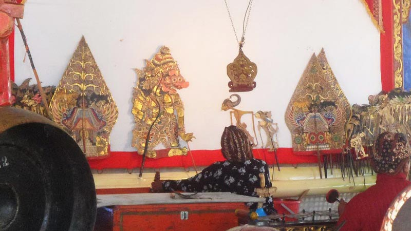 Ki sedang menggelar ruwatan di Padukuhan Sumberjo Kajar II Karangtengah. KH/Sarwo.