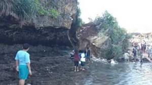 Tebing Pantai Sadranan Yang Runtuh. Sumber foto:FB