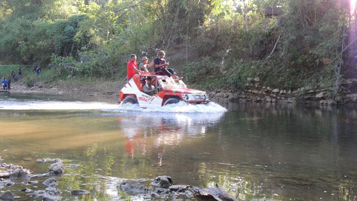 Trek sungai di jalur Banyusoca Adventure. KH/Kandar.