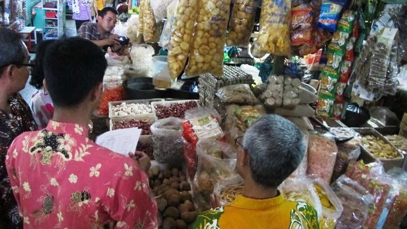 Pemantauan pasar harga kebutuhan bahan pokok jelang Ramadhan. KH/Juju.