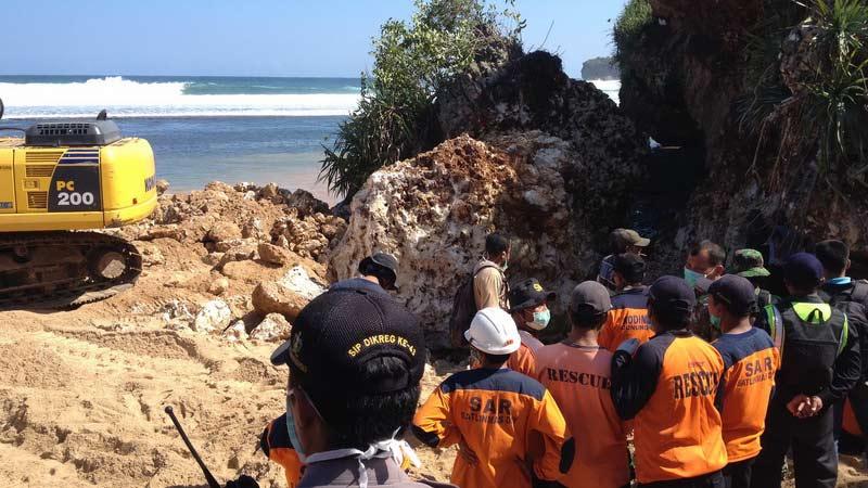 Kondisi terakhir lokasi musibah Pantai Sadranan sebelum evakuasi ditutup. KH/Juju.