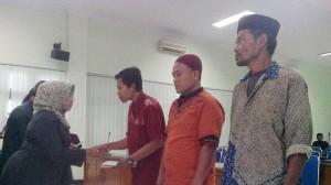 Bupati Menyerahkan Santunan Dari PT Jasa Raharja kepada Ahliwaris korban Sadranan