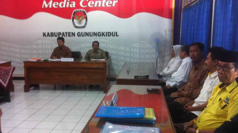 Pendaftaran pasangan Bandingah Imawan. Foto : Andri