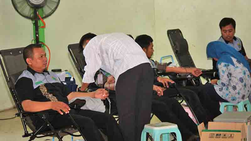 Aksi donor darah Ikaragil. Foto : Ikaragil