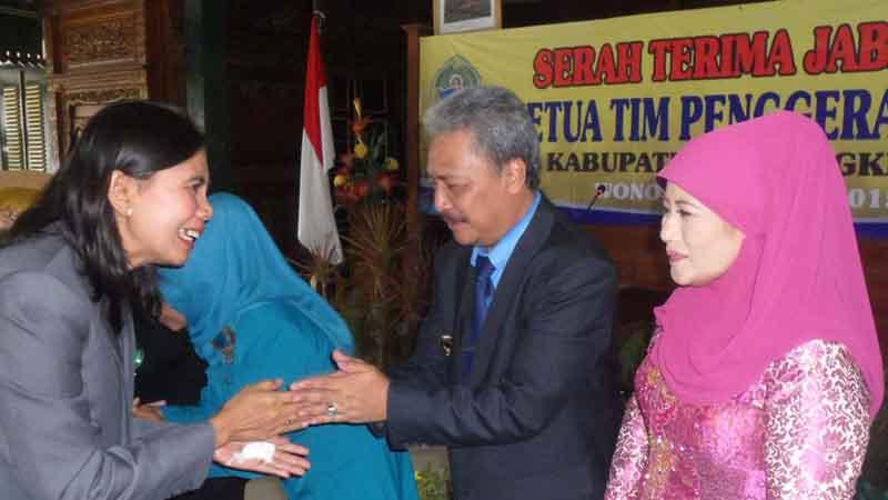 Serah terima jabatan ke Plt. Foto : Sarwo