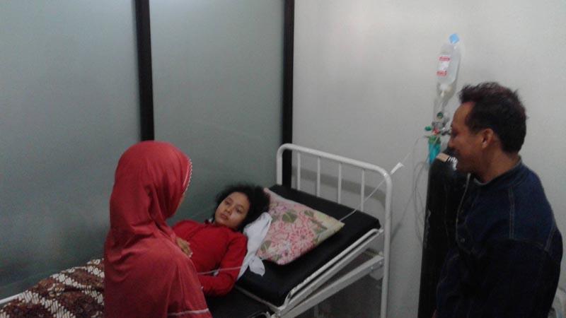 Salah satu korban keracunan. Foto : Andri