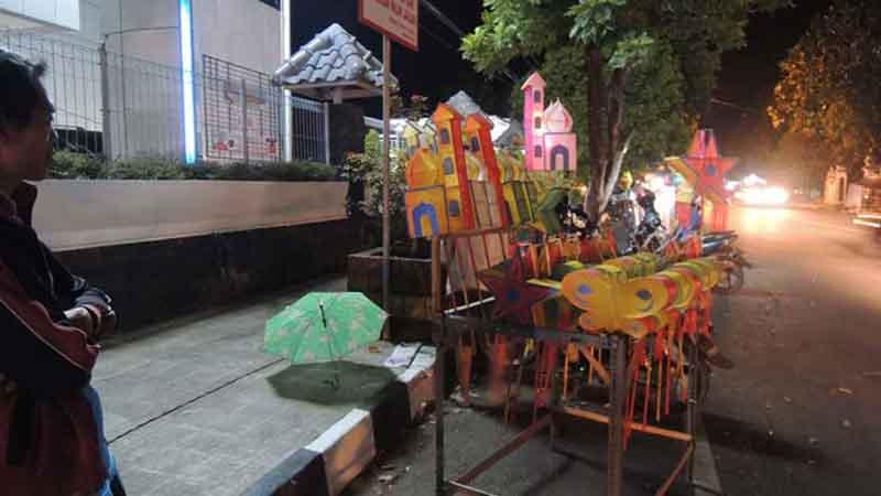 Pedagang lapion. Foto : Kandar