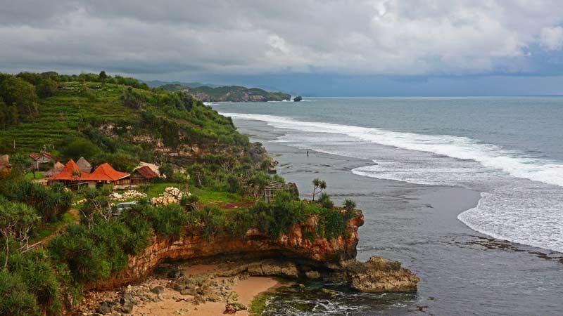 Gugusan pantai selatan Gunungkidul. Foto; jjwidiasta.