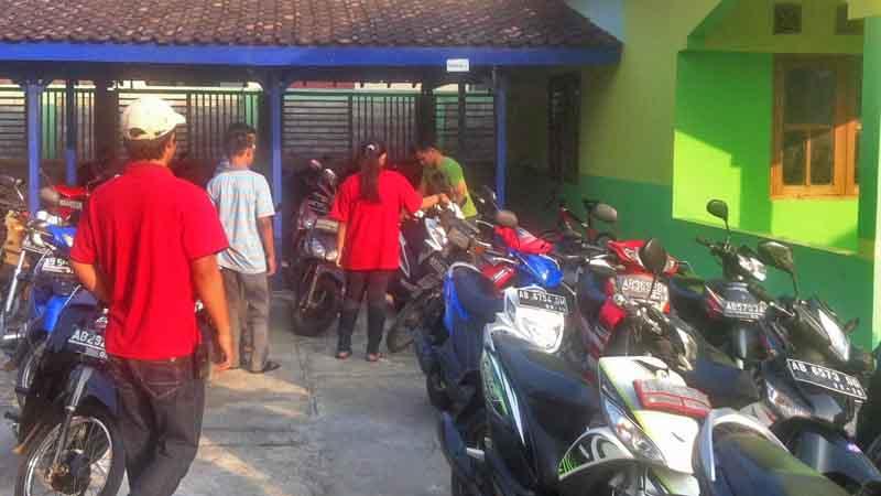 Penjagaan parkir. Foto : Andri