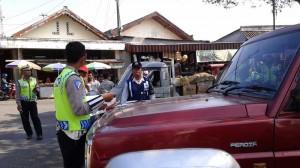 Razia Parkir di Seputaran Pasar Argosari.KH/Andri