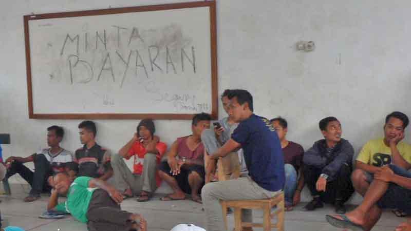 Warga yang demo. Foto :KH/Sarwo