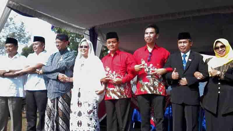 4 Paslon deklarasi damai. Foto: KH/Dwianjani