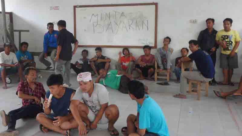 Demo warga meminta pembayaran harga tanah. Foto : KH/Sarwo