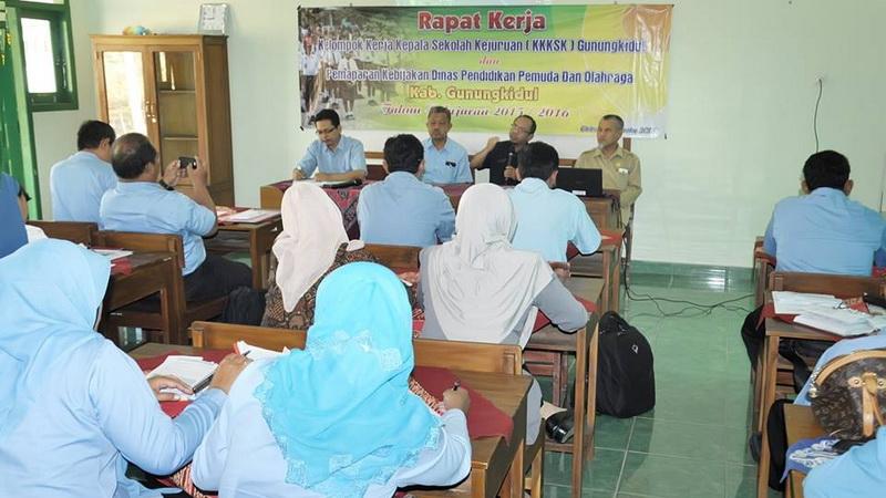 Rapat Kerja Pokja Sekolah Kejuruan Gunungkidul di SMK 1 Girisubo. KH/Rado.