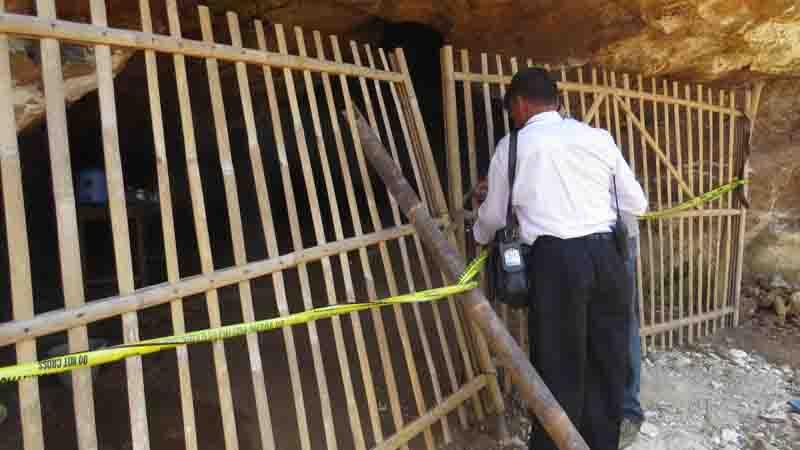 Penutupan goa. Foto : KH/ Maria Dwianjani
