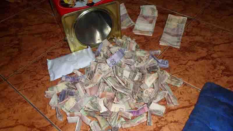 Uang untuk membeli hewan kurban. Foto: KH/Sarwo