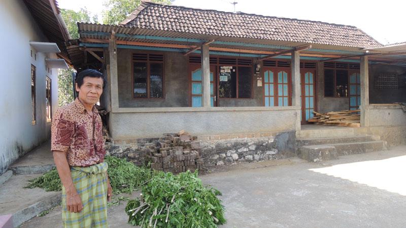 Harjana di depan tanah kediaman Demang Wanapawira Piyaman. KH/Kandar.