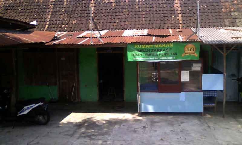 Warung Jadah Tempe Mbah Zarkasi Playen. KH/Edo.