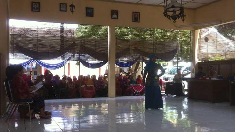 Peragaan busana batik peringatan Hari Ibu Kecamatan Wonosari, Foto: KH/ Maria Anjani