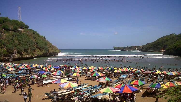 Suasana liburan di Pantai Baron, Foto: Dok. KH