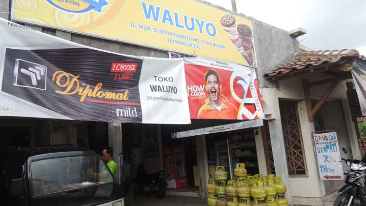 Toko kelontong sepi terkena dampak toko modern, Foto: KH/ Kandar