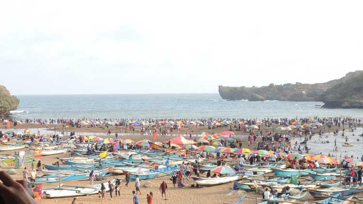 Ssuasana liburan di Pantai Gunungkidul, Foto: KH/ Kandar