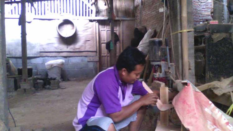 Proses pembuatan hanger, Foto: KH/ Edo