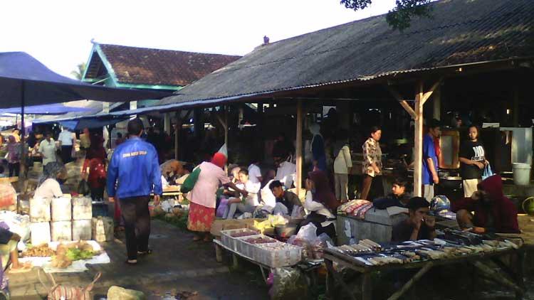 Suasana Pasar Tengeran, Karangmojo. KH/ Edo