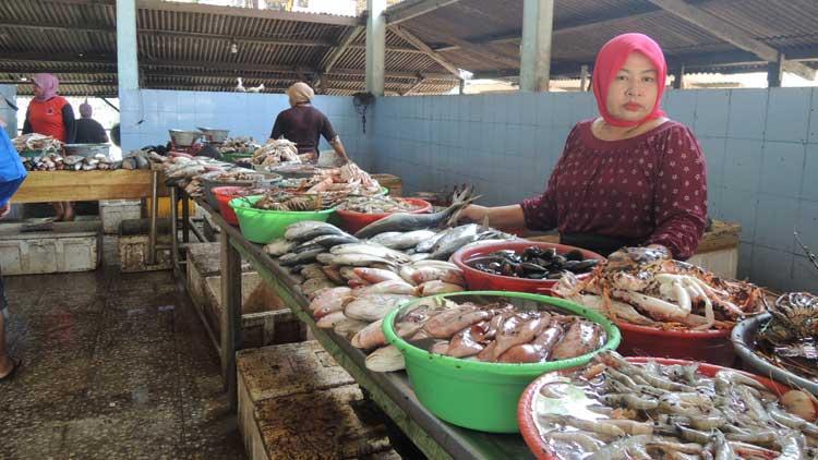 Penjualan ikan segar di TPI Pantai Baron, Gunungkidul. KH/ Kandar