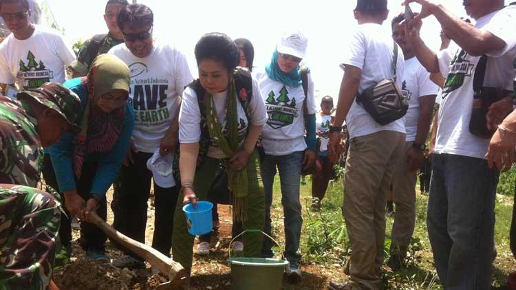 GNI dan TNI melakukan penanaman pohon, KH/ Maria Dwianjani