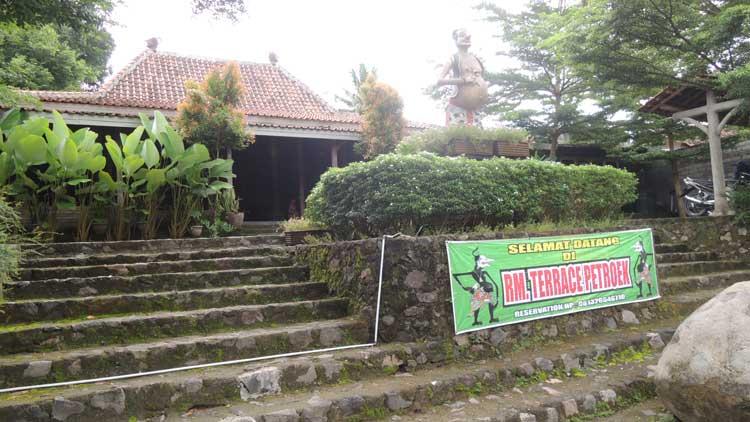 Rumah Makan Terrace Petroek Jl Yogya-Wonosari. KH/ Kandar