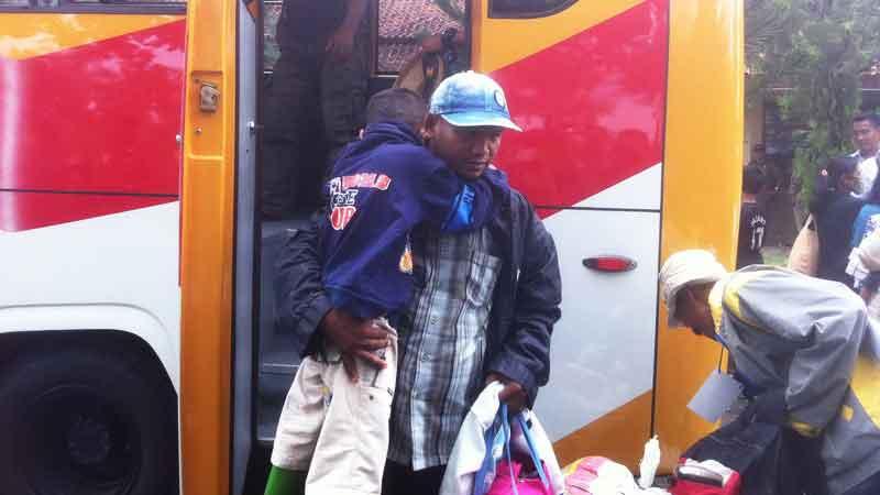 Warga asal Gunungkidul eks Gafatar tiba di tempat pembimbingan di BLK Kabupaten Gunungkidul. KH/Anjani.