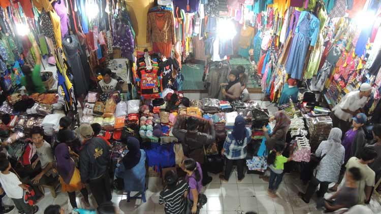 Pasar Argosari ramai pembeli. KH/ Kandar