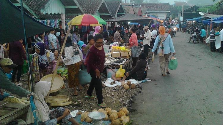 Pasar Bedoyo saat hari Pasaran Pahing. KH/ Edo
