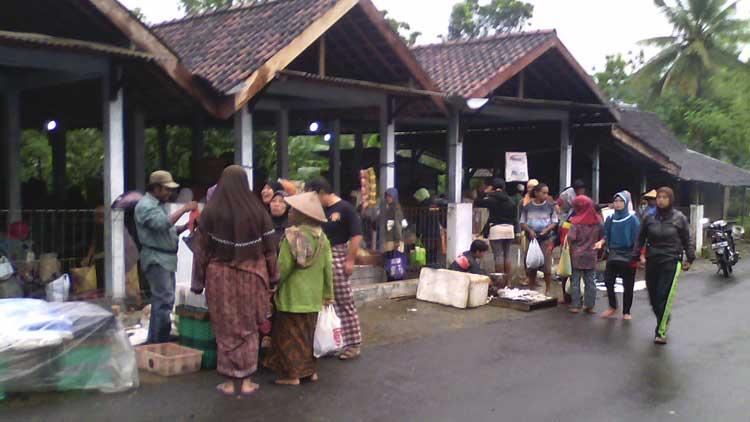 Aktivitas di Pasar Nglegi. KH/ Edo
