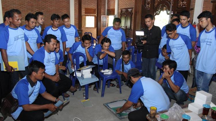 Karang taruna Kecamatan Ngawen berlatih sablon. KH/ Bara