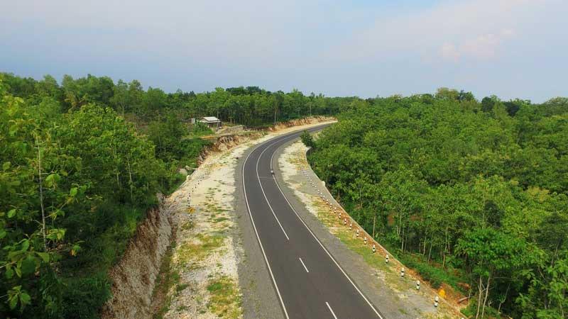 Ini bagian dari Jalan Trans Selatan Pulau Jawa di wilayah Kecamatan Panggang. KH/Jjw.
